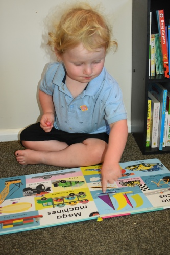 toddler reading making mum friends at library groups